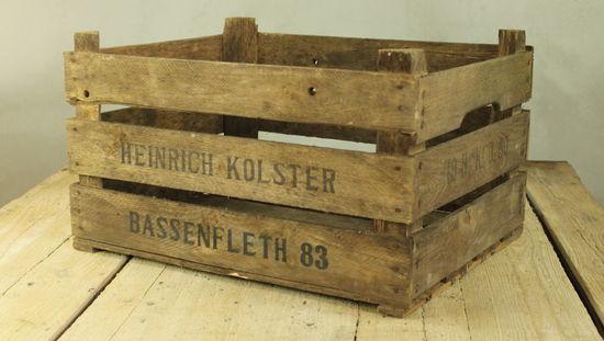 Vintage fruktlåda i trä med text